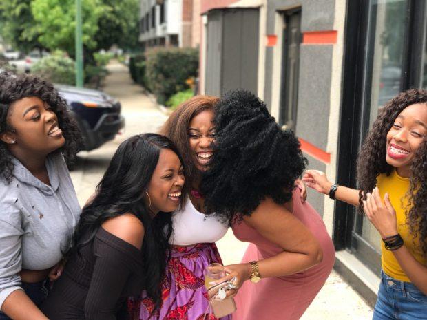 five-women-laughing-936048 (1)